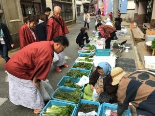 Hijiori onsen morning market